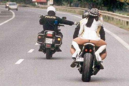 motorcycle_sportbike_babe_butt_bare.jpg